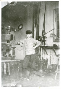En ung Hjalmar Olsson foto taget av morbro EO - Kopia
